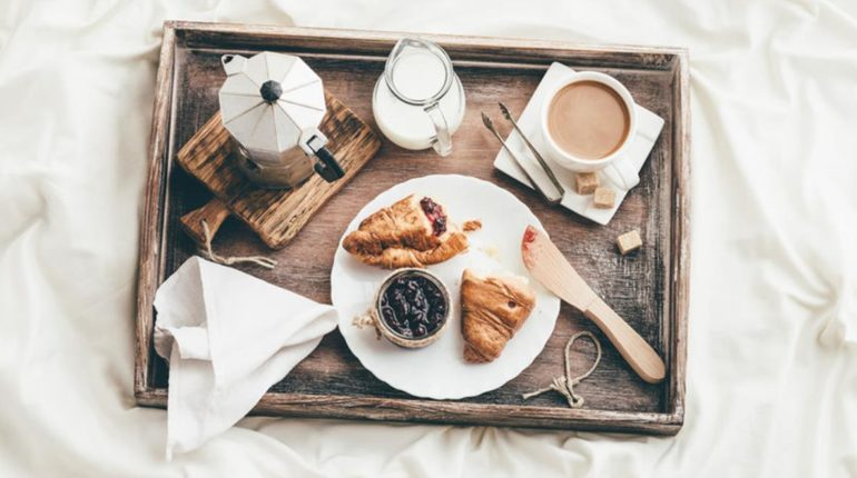 10 Breakfast in Bed Ideas and Recipes